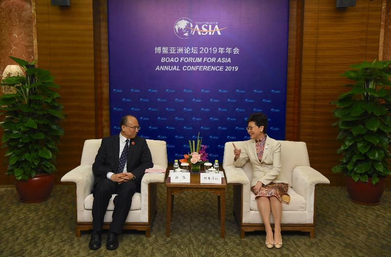 行政長官林鄭月娥(右)今日(三月二十八日)在海南出席博鰲亞洲論壇2019年年會期間,與河北省省長許勤會面。