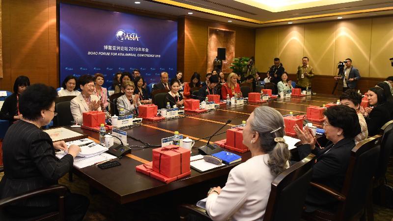 行政長官林鄭月娥(左二)今日(三月二十八日)在海南出席博鰲亞洲論壇2019年年會,並在女性圓桌環節就「女性力量與價值平衡」與其他嘉賓進行討論。