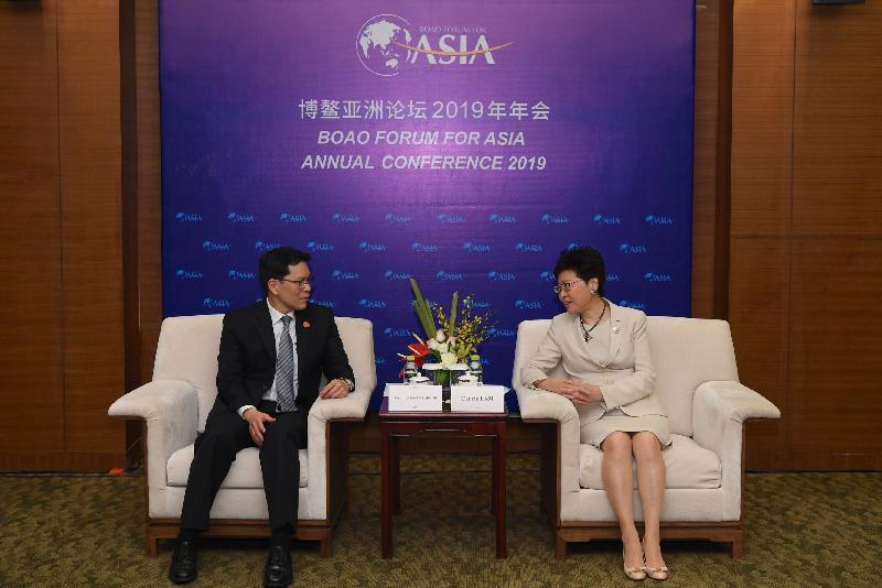 行政長官林鄭月娥(右)今日(三月二十九日)在海南出席博鰲亞洲論壇2019年年會期間,與泰國央行行長維拉泰會面。