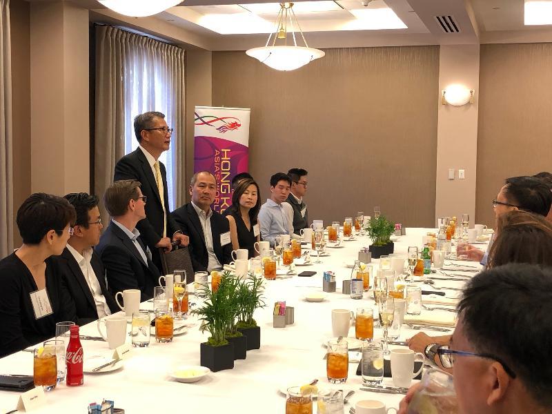 財政司司長陳茂波(左四)今日(美國西岸時間四月十日)在三藩市與矽谷主要創業投資基金代表共晉午餐並互相交流。