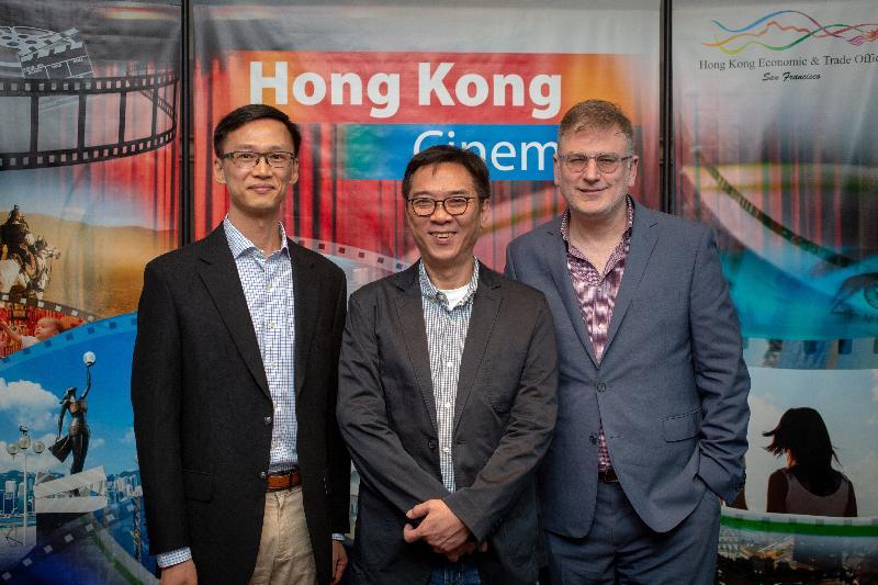 香港駐三藩市經濟貿易辦事處處長蔣志豪(左)、三藩市電影協會執行長Noah Cowan(右)及香港電影導演關錦鵬(中)四月十三日(三藩市時間)出席第六十二屆三藩市國際電影節酒會。