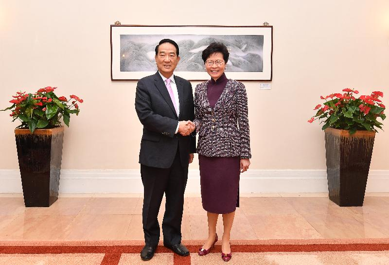 The Chief Executive, Mrs Carrie Lam (right), meets with the visiting Chairman of the People First Party, Mr James Soong (left), this afternoon (April 16) at Government House.