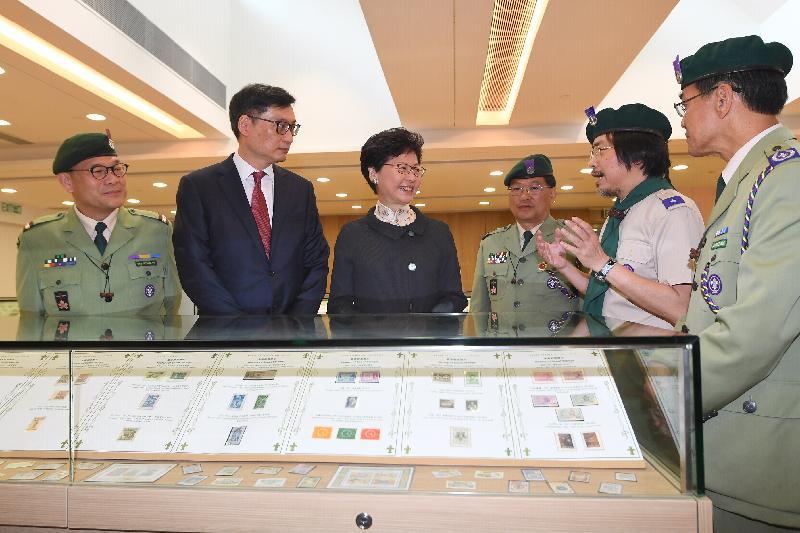 行政長官林鄭月娥今日(四月二十日)上午出席香港童軍百周年紀念大樓開幕典禮。圖示林鄭月娥(左三)參觀大樓設施。