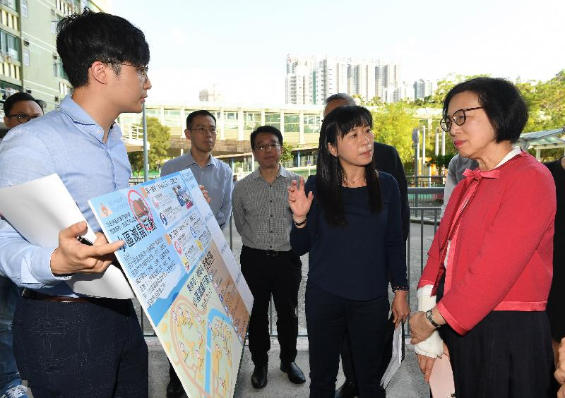 The Secretary for Food and Health, Professor Sophia Chan (first right), today (April 24) visits Mei Lam Estate in Sha Tin to inspect the implementation of the anti-rodent operation in designated target areas under the Sha Tin District-led Actions Scheme.