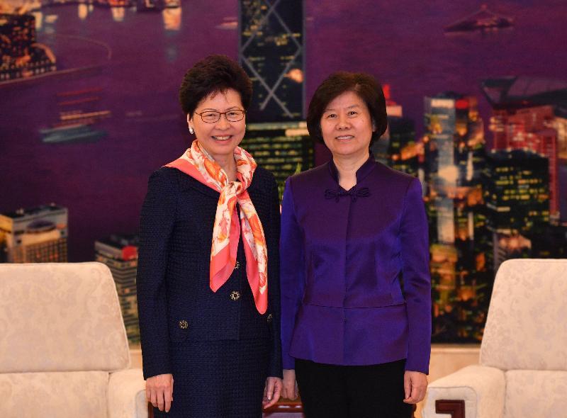 行政長官林鄭月娥今日(四月二十七日)上午在北京出席由中華全國婦女聯合會舉辦的交流會,並發表演說。圖示林鄭月娥(左)會後與中華全國婦女聯合會主席沈躍躍會面。