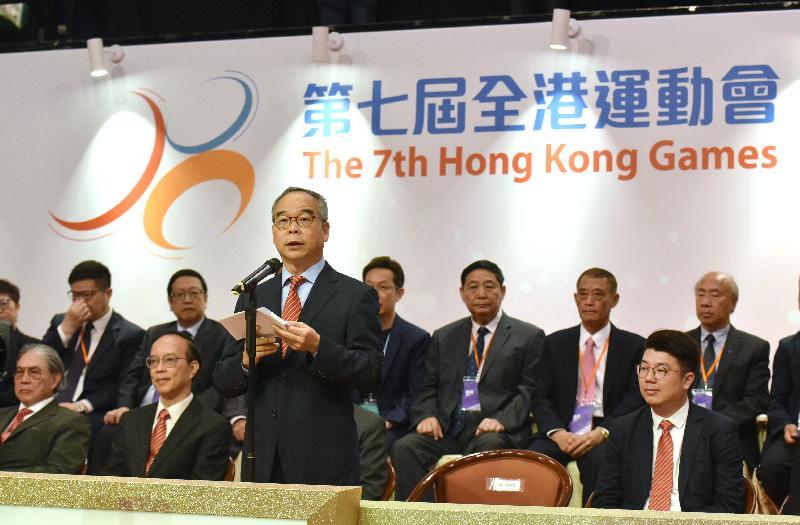 第七屆全港運動會開幕典禮今日(四月二十八日)在香港體育館舉行。圖示民政事務局局長劉江華在儀式致辭。