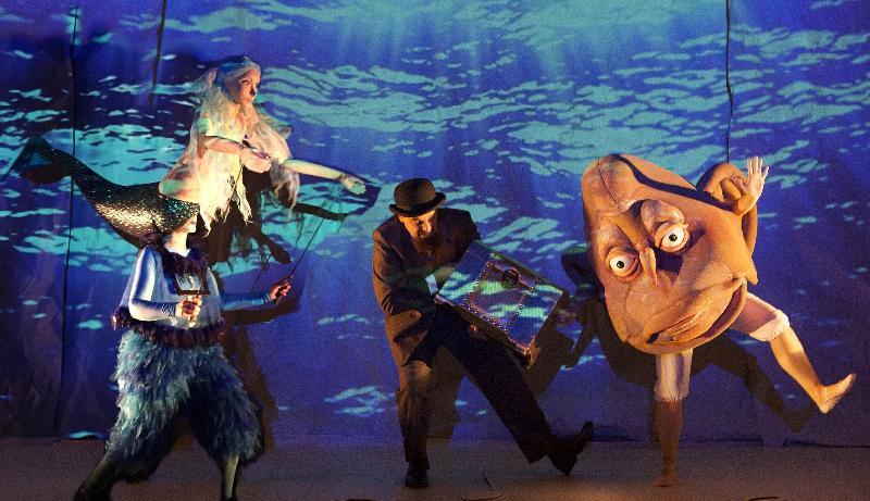 每年一度的大型藝術節「國際綜藝合家歡」七月五日至八月十八日舉行,為小朋友和全港家庭送上富啟發性及賞心悅目的節目,與市民共度暑假。門票明日(五月十日)起於城市售票網發售。西班牙馬王子劇團的多媒體音樂劇場《八分音符先生:德布西之夢》,集人偶、大型影像投射和形體演出,讓觀眾輕鬆走進古典音樂世界。
