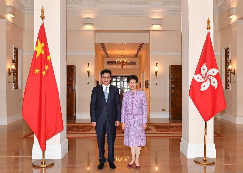 行政長官林鄭月娥(右)今日(五月九日)下午在禮賓府與珠海市委書記郭永航(左)會面。