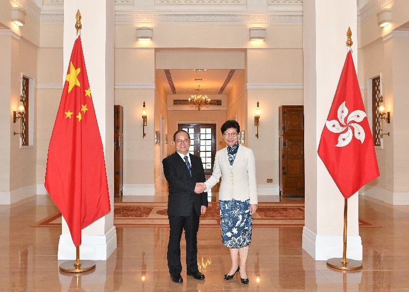 行政長官林鄭月娥(右)今日(五月十五日)下午在禮賓府與廣西壯族自治區黨委書記鹿心社(左)會面。