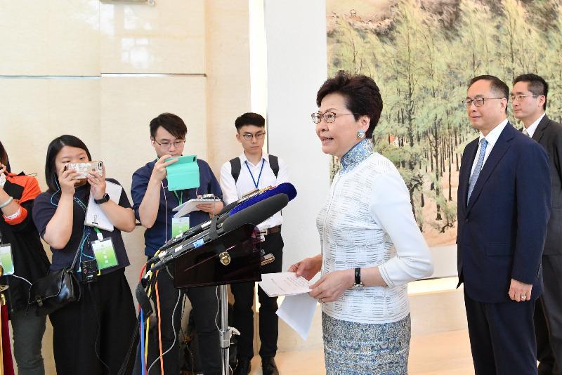 行政長官林鄭月娥(右三)今日(五月十六日)在廣州出席粵港合作聯席會議第二十一次會議後會見傳媒。