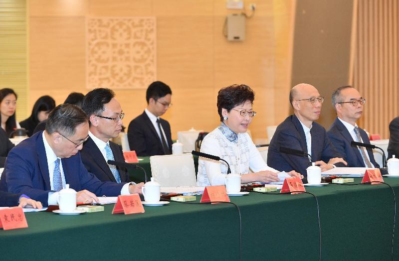 行政長官林鄭月娥(中)今日(五月十六日)率領香港特區政府代表團在廣州出席粵港合作聯席會議第二十一次會議,並在會議上作開場發言。