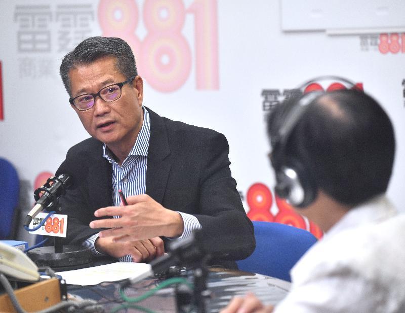 財政司司長陳茂波今早(五月十八日)出席商業電台節目「政經星期六」。
