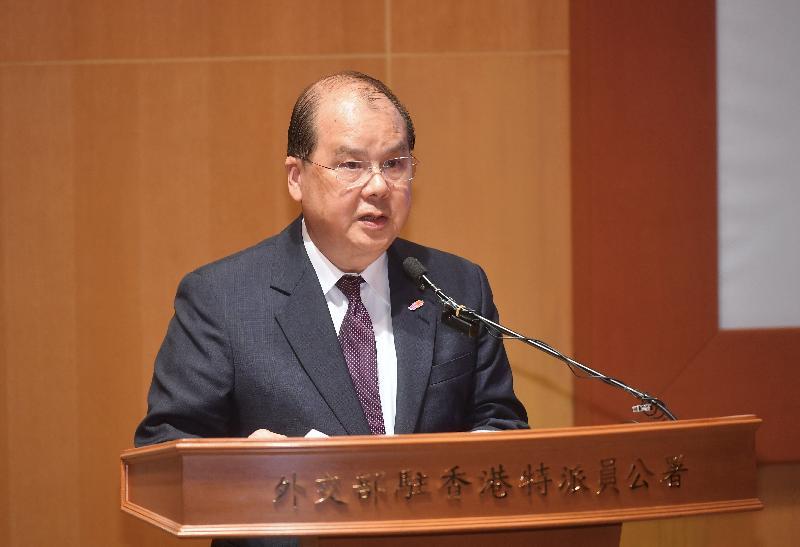 政務司司長張建宗今日(五月十八日)在第九屆香港大學生「外交之友」夏令營啟動禮致辭。