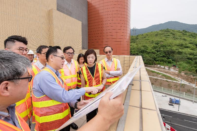 The Legislative Council Public Works Subcommittee visited the Heung Yuen Wai Highway today (May 21). Photo shows members receiving a briefing from a representative of the Transport Department on the latest progress of construction and commissioning arrangements of the Heung Yuen Wai Highway at the South Portal of the Lung Shan Tunnel.
