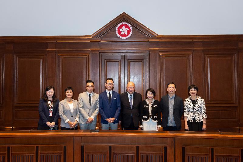 立法会议员今日(五月二十一日)参观终审法院大楼。