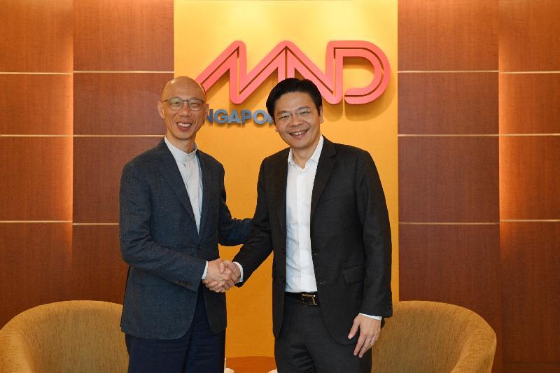 環境局局長黃錦星(左)今日(五月二十四日)在新加坡與新加坡國家發展部長黃循財(右)舉行雙邊會議,討論共同關心的議題。