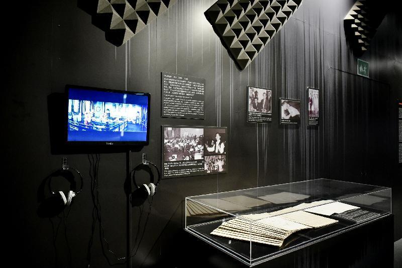 康樂及文化事務署香港電影資料館(資料館)今日(五月二十四日)至八月二十五日在資料館展覽廳舉辦「聽而不覺——電影配樂與音效」展覽,展示有聲電影的發展,以及電影配樂和音效的技術與功能。