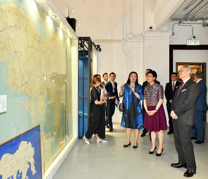 行政長官林鄭月娥(右二)今日(五月二十五日)出席「大館101」專題展覽開幕典禮暨大館一周年誌慶,並參觀展覽。