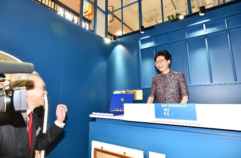 行政長官林鄭月娥(右)今日(五月二十五日)出席「大館101」專題展覽開幕典禮暨大館一周年誌慶,並參觀展覽。