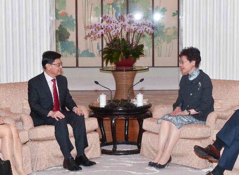 行政長官林鄭月娥(右)今日(五月二十九日)下午與新加坡副總理兼財政部長王瑞杰(左)在禮賓府會面。