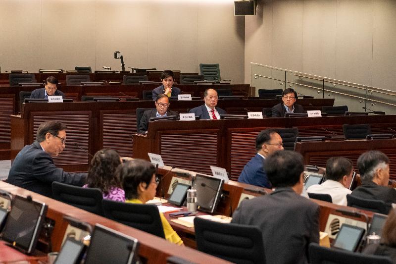 立法會議員與屯門區議會議員今日(六月四日)就重新規劃新墟舊區交換意見。