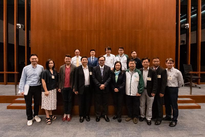 立法會議員與北區區議會議員今日(六月四日)在立法會綜合大樓舉行會議,雙方在會議後合照。