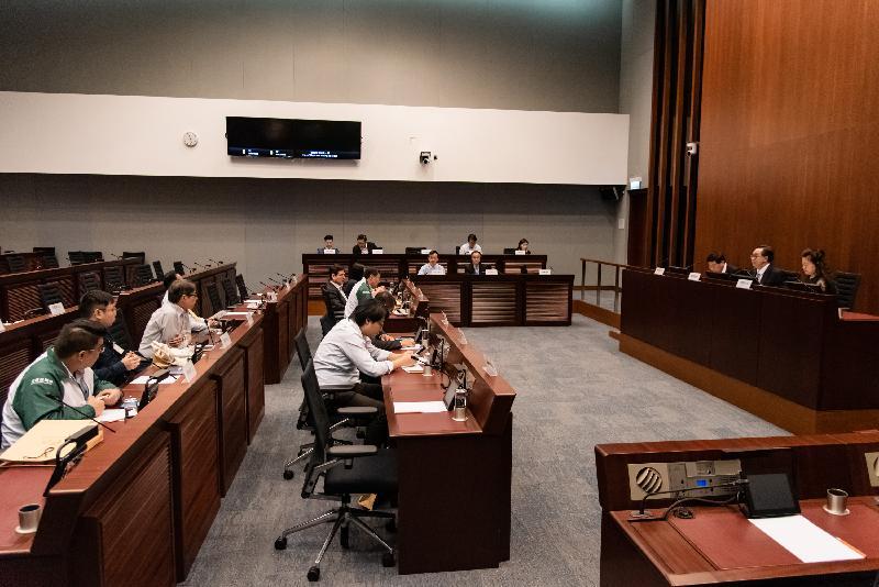 立法會議員與北區區議會議員今日(六月四日)討論有關要求政府修改法例以簡化收回私人土地作推展北區民生工程的事宜。
