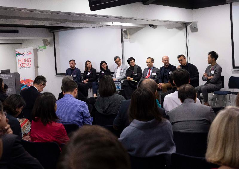 香港駐倫敦經濟貿易辦事處贊助香港建築師學會於今年的倫敦建築節籌辦主題為「實則虛之──香港的界限」展覽。該展覽於六月三日至二十九日(倫敦時間)在倫敦舉行。為配合該展覽,香港建築師學會舉辦研討會,邀請香港及倫敦的建築師與來賓分享他們的業內經驗。研討會的討論環節由香港建築師學會會長李國興(右四)主持。
