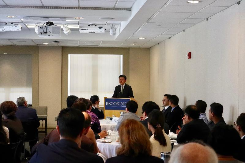 商務及經濟發展局局長邱騰華今日(美國東岸時間六月十二日)在美國華盛頓出席由香港駐華盛頓經濟貿易辦事處和布魯金斯研究院合辦的午餐會並發言。