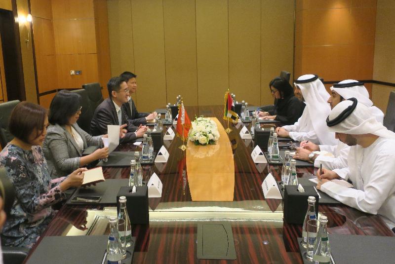 商務及經濟發展局副局長陳百里博士(左三)今日(杜拜時間六月十六日)在阿拉伯聯合酋長國(阿聯酋)杜拜與阿聯酋財政部副部長Younis Haji Al Khoori(右三)舉行雙邊會議。