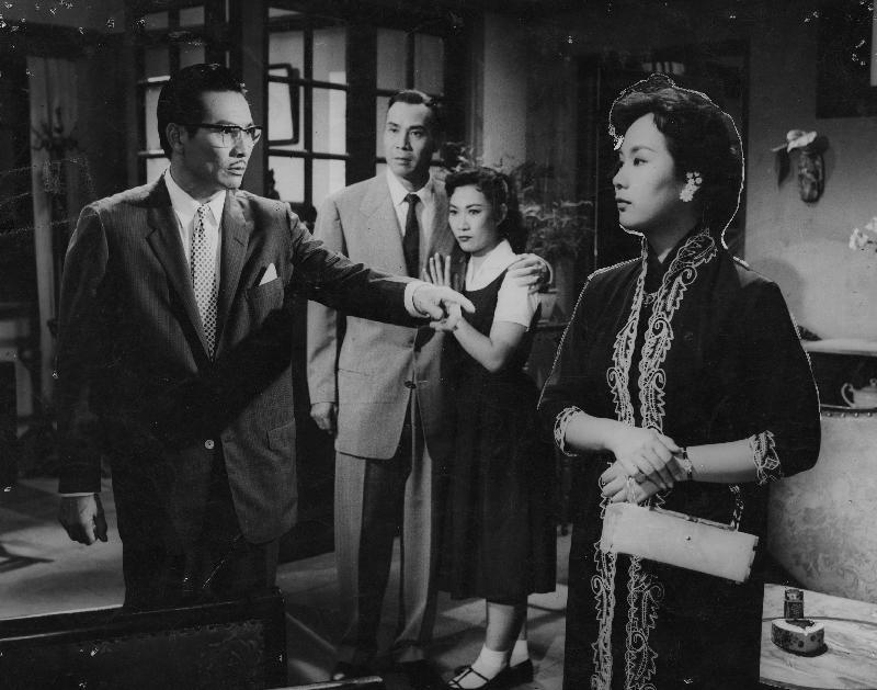 康樂及文化事務署香港電影資料館的「滄海遺珠」節目,將以「義蓋雲峰」為題,介紹活躍於五、六十年代,身兼製片及編劇的陸雲峰,並選映四齣由陸雲峰主事的製片公司出品的佳作。圖示《一命三兇手》(1959)劇照。