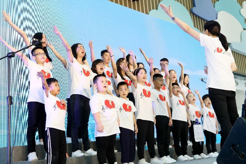香港兒童醫院今日(六月二十一日)舉行開幕典禮。圖示腎兒聲夢合唱團在開幕典禮獻唱。