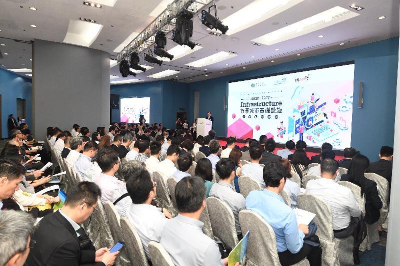 智慧政府創新實驗室今日(六月二十六日)聯同數碼港及香港科技園舉辦首場技術論壇,吸引超過230名政府部門人員和資訊科技界代表出席。