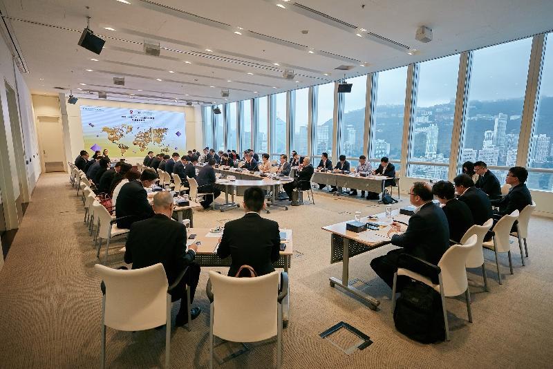 香港金融管理局與國務院國有資產監督管理委員會七月九及十日在香港聯合舉辦第二屆高層圓桌會議,深入討論香港如何協助和服務中央企業在「一帶一路」國家的投資和發展。