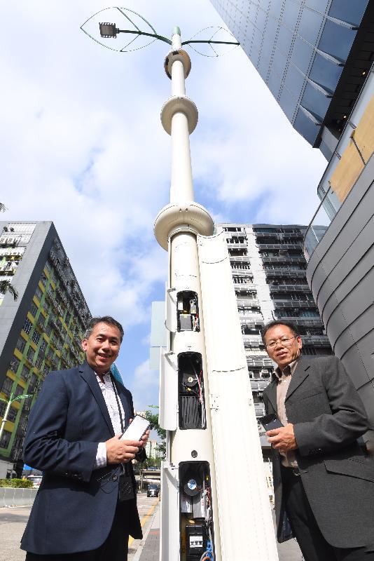 智慧燈柱裝有不同的智能裝置,收集實時城市數據在資料一線通作開放數據,加強城市和交通管理。