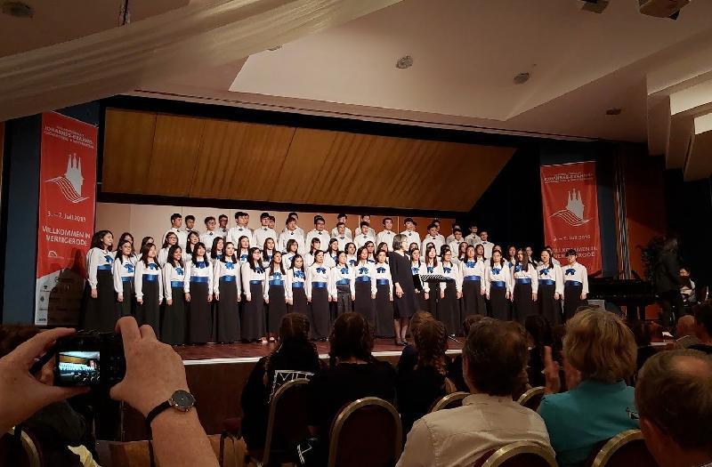 康樂及文化事務署音樂事務處轄下的青年合唱團於七月三日至七日在德國舉行的「第11屆國際布拉姆斯合唱節及比賽」勇奪三項金獎,亦同時獲得混聲合唱及女聲合唱的組別冠軍。
