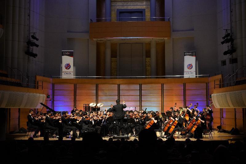 康樂及文化事務署音樂事務處轄下的香港青年交響樂團於七月四日至十日在澳洲舉行的「第30屆澳洲國際音樂節」表演。