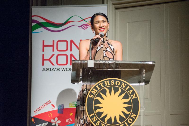 第24屆「香港製造」年度電影節昨晚(華盛頓時間七月十八日)於華盛頓史密森尼博物學院的弗利爾美術館展開,首映播放廣受好評的電影《淪落人》。圖示《淪落人》女主角姬素.孔尚治在首映禮上致辭。