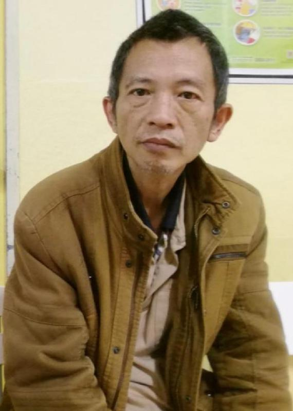 Tse Chun-moon is about 1.6 metres tall, 54 kilograms in weight and of thin build. He has a pointed face with yellow complexion and short straight black hair. He was last seen wearing a black T-shirt, a grey vest, blue trousers and blue slippers.