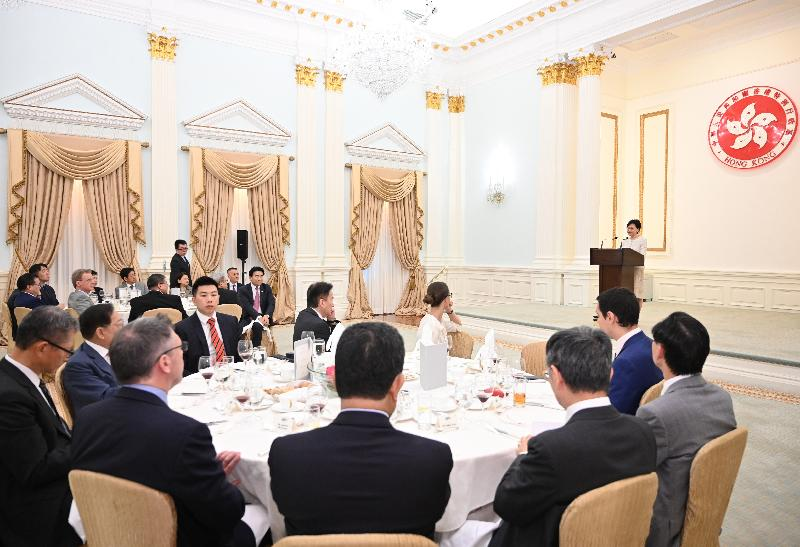 The Chief Executive, Mrs Carrie Lam, hosted a lunch for representatives of international and local chambers of commerce at Government House at noon today (July 30) to exchange views with them on Hong Kong's challenges and opportunities with a view to formulating policy measures that would better meet the needs of the community in the upcoming Policy Address.