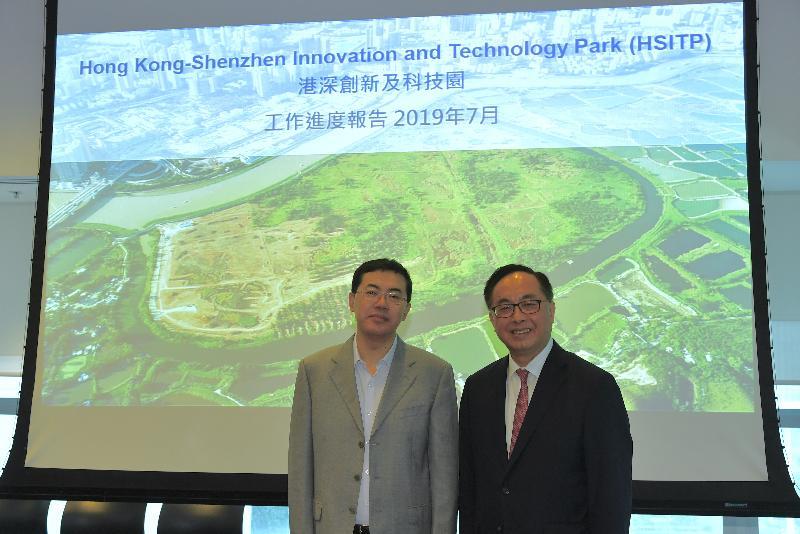 創新及科技局局長楊偉雄(右)與深圳市副市長艾學峰(左)今日(七月三十一日)在香港科學園共同主持河套區港深創新及科技園發展聯合專責小組第五次會議。