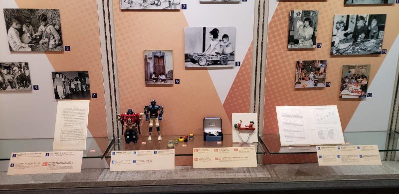 政府檔案處歷史檔案館將於八月二日至三十日在九龍公共圖書館舉行「童趣‧童遊:香港兒童玩樂點滴」流動展覽。圖示公眾人士借出的珍藏玩具。