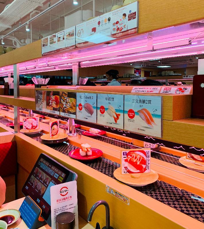 日本迴轉壽司連鎖餐廳壽司郎今日(八月十三日)於鄰近佐敦港鐵站的商業大廈開設首間分店,為顧客提供傳統及創新壽司,以及其他日本美食和甜品。