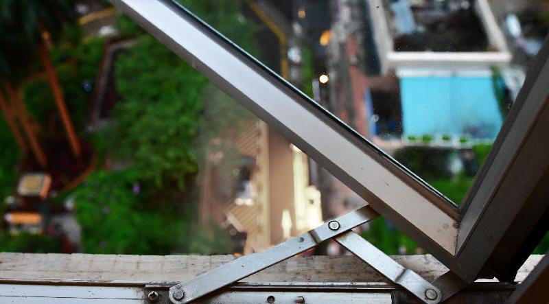 申訴專員趙慧賢今日(八月十四日)公布「屋宇署『強制驗窗計劃』的執行」的主動調查結果。