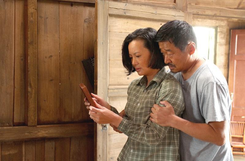 康樂及文化事務署和華南電影工作者聯合會合辦的「中國內地電影展2019」將於九月三日至十月十三日舉行,選映十八部內地近年出品的電影作品。圖示《地久天長》(2019)劇照。