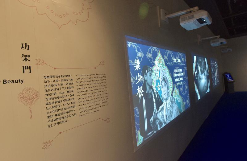 康樂及文化事務署香港電影資料館(資料館)今日(九月六日)至十二月一日,在資料館展覽廳舉辦「銀光承傳——粵劇申遺十周年」展覽。展場設有「功架門」,以精選影片展示一眾大老倌的技藝。