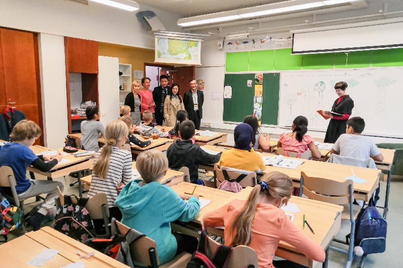 立法會代表團成員昨日(赫爾辛基時間九月九日)在芬蘭赫爾辛基Pihkapuisto綜合型學校觀課,並與師生交流。