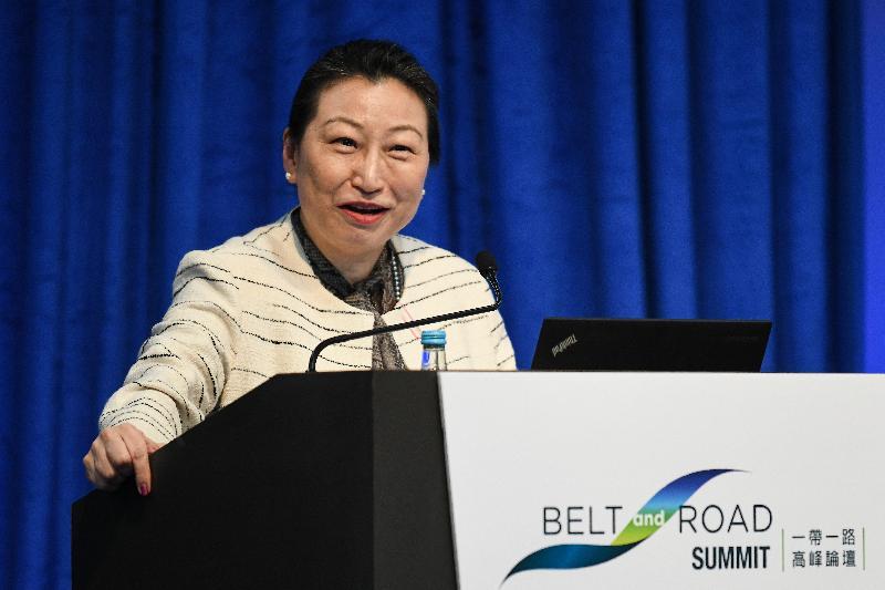 律政司司長鄭若驊資深大律師今日(九月十一日)出席第四屆「一帶一路高峰論壇」,並在題為「香港:引領一帶一路項目持續投資及成功發展」的專題分組論壇致歡迎辭。