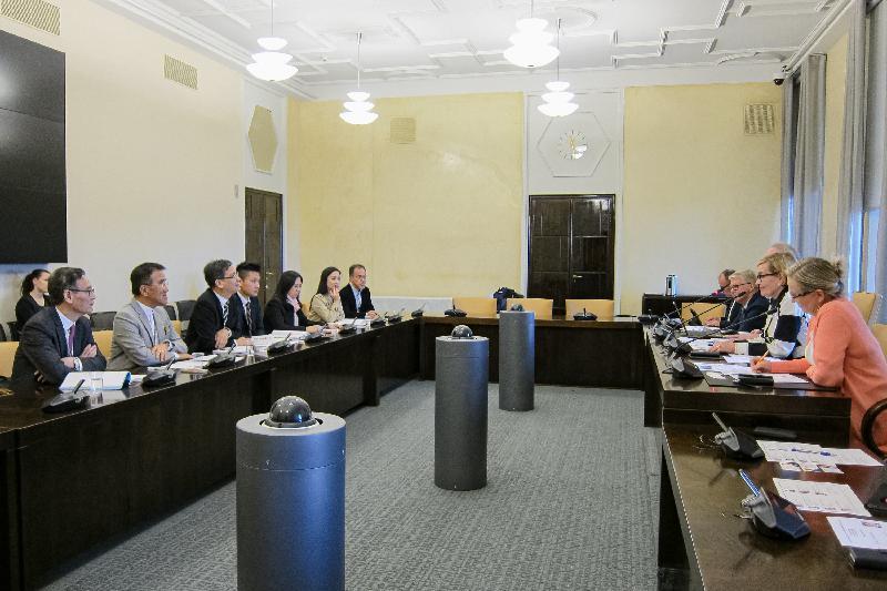 立法會代表團昨日(赫爾辛基時間九月十一日)在赫爾辛基與芬蘭國會教育及文化委員會委員會晤。