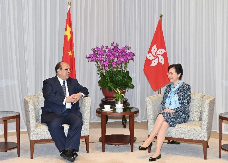 行政長官林鄭月娥(右)今日(九月十二日)上午在行政長官辦公室與緬甸投資及對外經濟關係部長兼投資委員會主席當吞(左)會面。